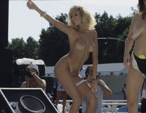 content/021416_august_1991_nudes_a_poppin_rocking_hot_naked_bodies_in_the_sun/2.jpg