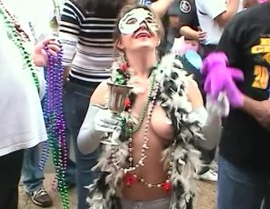 content/040617_classic_mardi_gras_2006_mix_of_flashing_and_contest_in_new_orleans/2.jpg