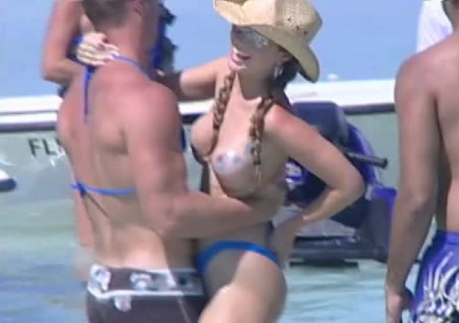 content/052314_florida_girls_partying_on_a_sandbar_and_flashing/0.jpg