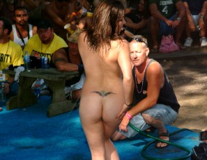 content/110115_amateur_wet_tshirt_contest_at_the_july_2007_show/3.jpg