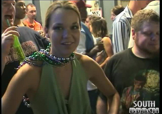 content/112412_girls_flashing_their_tits_and_pussies_at_mardi_gras/0.jpg